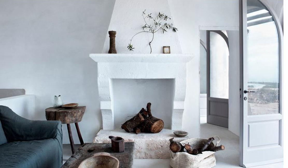 Декоративный камин в комнате